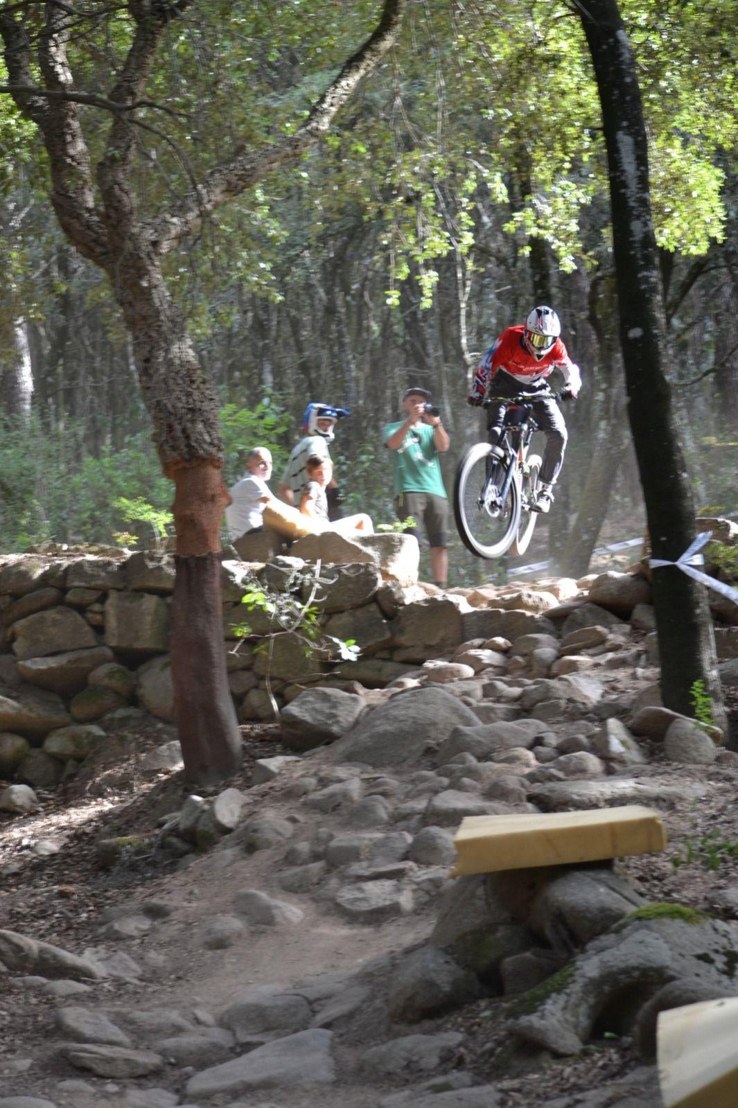 Downhill a Limbara