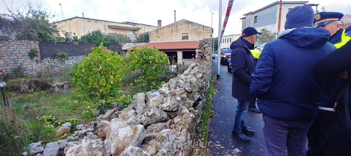 Un muro crolla in via Belluno. - Gallura News